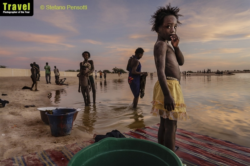TPOTY Winner 2018 - Stefano Pensotti, Italy Image taken in Timbuktu, Mali In the last light of day the inhabitants of Timbuktu wash their clothes and take a shower in the port of Kabara.